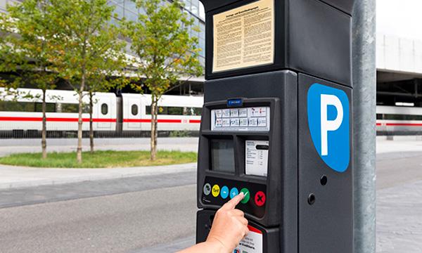 Parkscheinautomat der DB Bahnpark